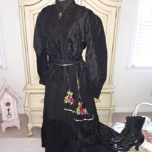 ANTIQUE VICTORIAN MOURNING OUTFIT! DISPLAY!